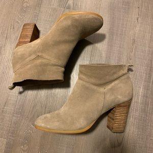 EUC Crown Vintage Stacked Heel Ankle Booties | 9